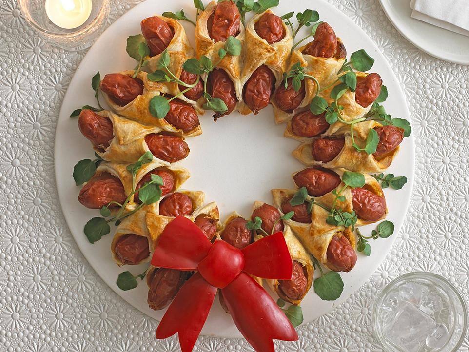 Hot Christmas Appetizers  Mini Hot Dog Christmas Wreath