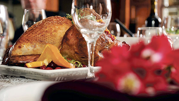 Hyvee Thanksgiving Dinner To Go  A season to savor Hy Vee serves up meals for Thanksgiving