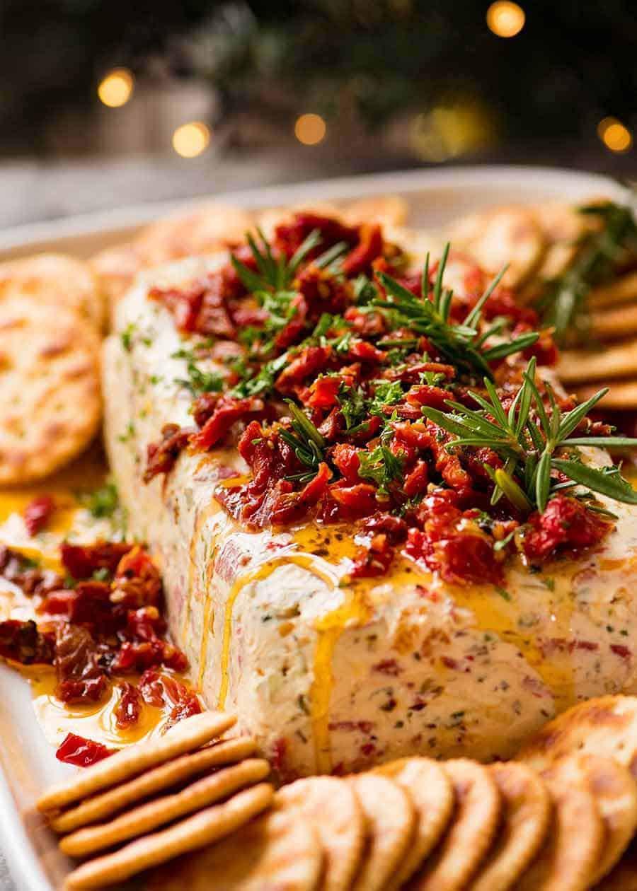 Italian Christmas Appetizers  Christmas Appetiser Italian Cheese Log