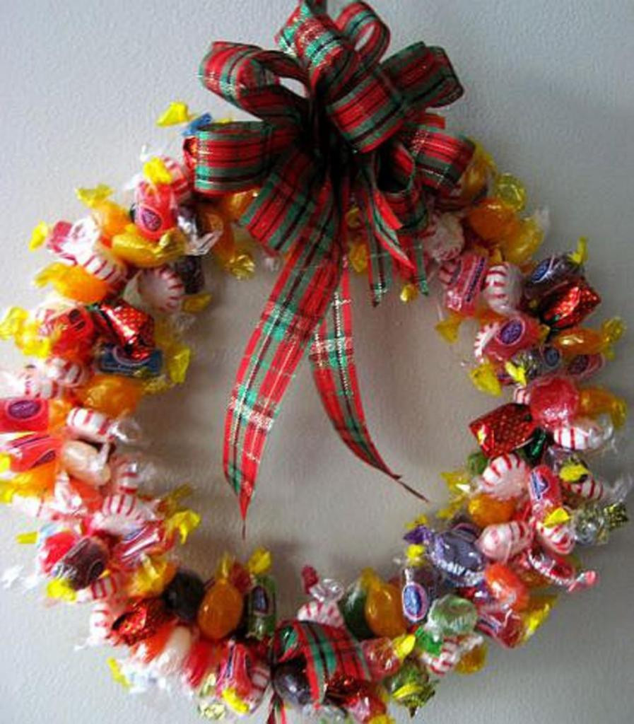 Making Christmas Candy  Easy DIY Christmas Gifts Ideas 2014