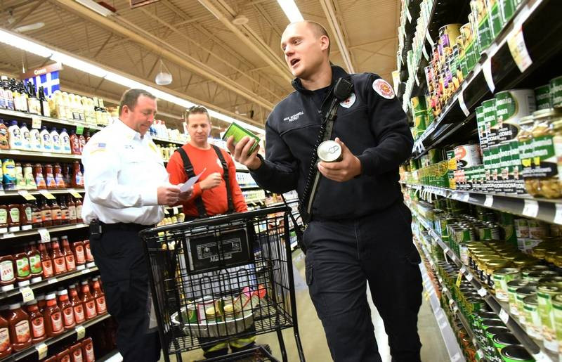 Marianos Thanksgiving Dinner  Countryside firefighters shop for Thanksgiving dinner for