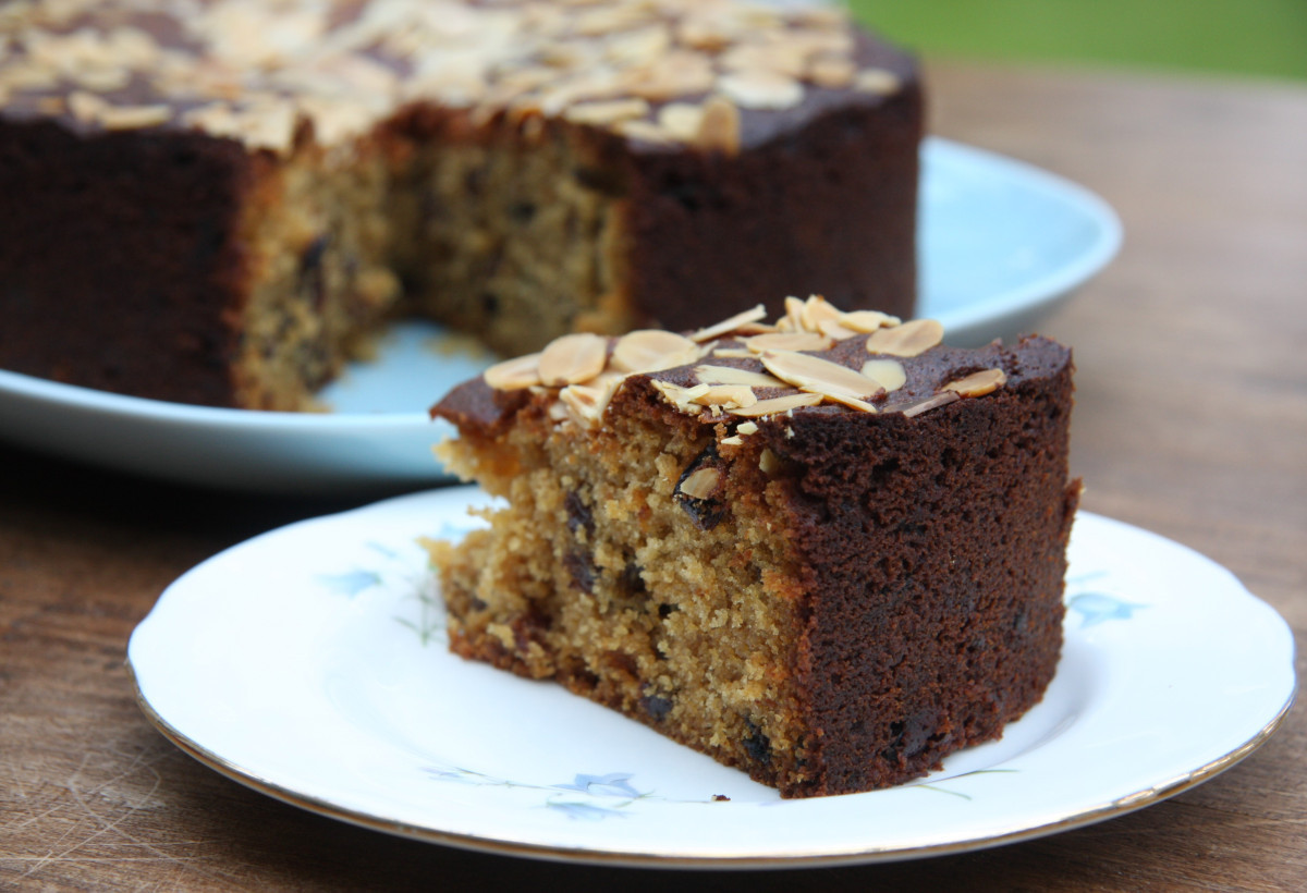 Mary Berry Christmas Cakes  Mincemeat Cake – use up leftover mincemeat from Christmas