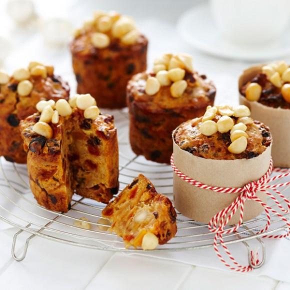 Mini Christmas Cakes  Mini Blond Christmas Cakes Recipe myfoodbook