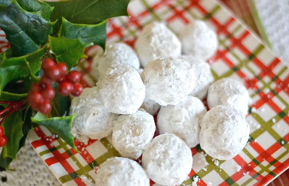 Pecan Balls Christmas Cookies  Recipe For Pecan Meltaway Balls Christmas Cookies