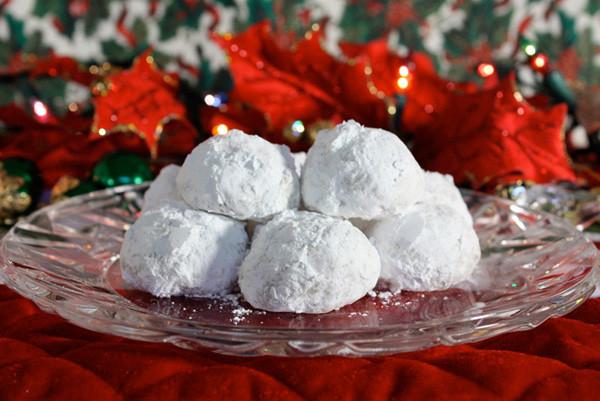 Pecan Balls Christmas Cookies  Easy Christmas Pecan Balls Snowballs Jenny Can Cook
