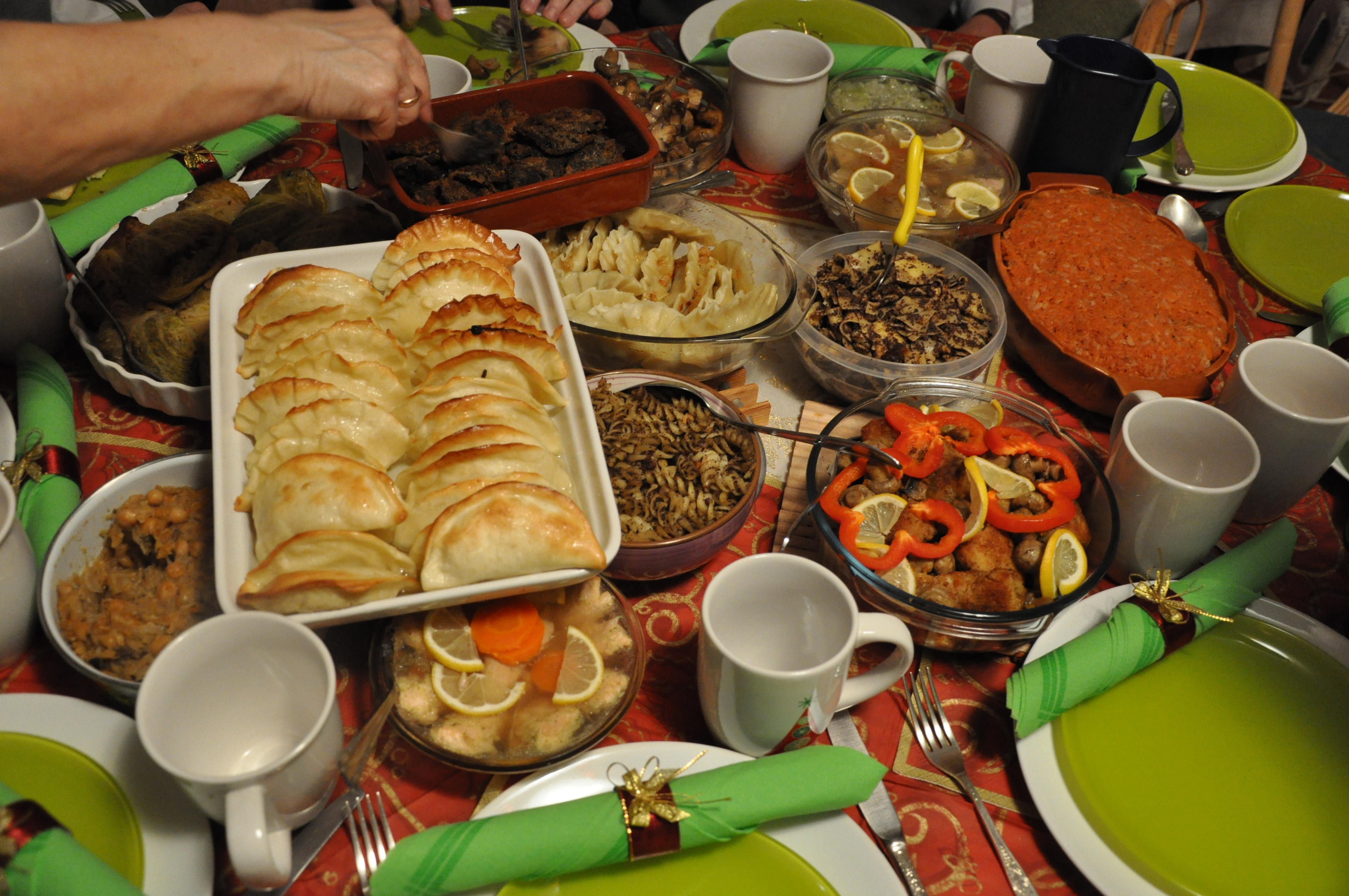 Polish Christmas Eve Dinner  1000 images about Table Settings on Pinterest
