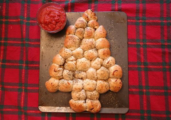 Pull Apart Christmas Tree Bread  Christmas Tree Pull Apart Pepperoni Rolls