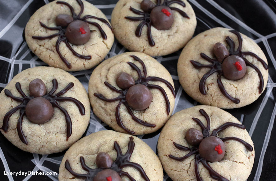 Recipes For Halloween Cookies  Easy and Fun Halloween Spider Cookies Recipe