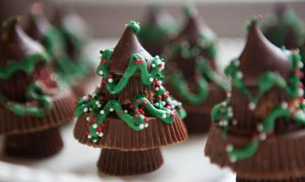 Reeses Christmas Tree Candy  Reese s Chocolate Candy Christmas Trees Recipe