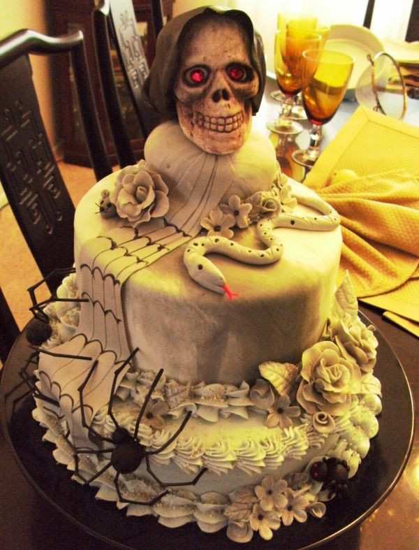 Scarey Halloween Cakes  Scary Skull Cake Halloween Cakes Pinterest