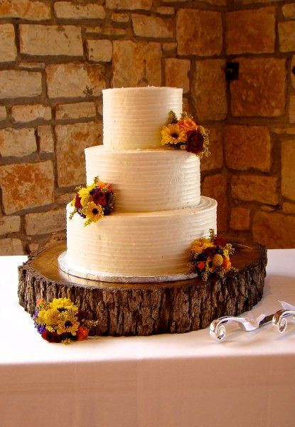 Simple Fall Wedding Cakes  25 best ideas about Round Wedding Cakes on Pinterest