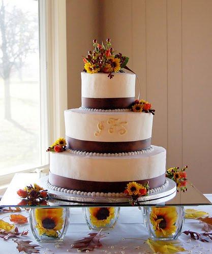 Simple Fall Wedding Cakes  Dinda Sheeva Great Wedding Cakes Theme Designs Ideas
