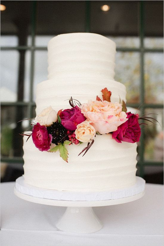 Simple Fall Wedding Cakes  Red Fall Winery Wedding
