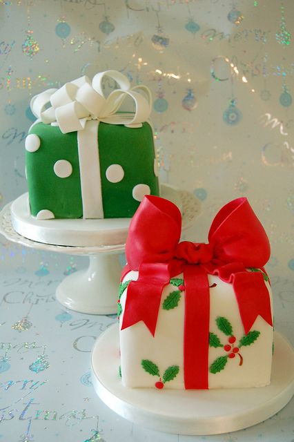 Small Christmas Cakes  12 The Most Amazing Christmas Cake Decorating Ideas