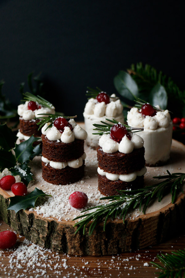 Small Christmas Cakes  Gingerbread Christmas Mini Cakes grain free & vegan