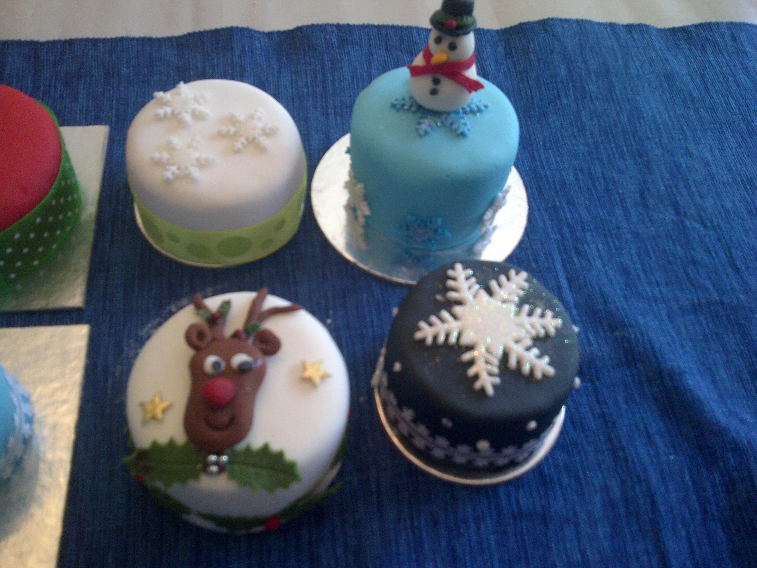 Small Christmas Cakes  mini Christmas cake class – Annymac bakes
