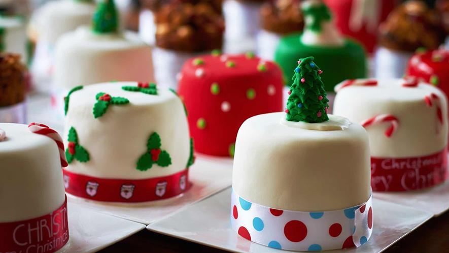 Small Christmas Cakes  Mini Christmas Cakes 2 Christmas Desserts