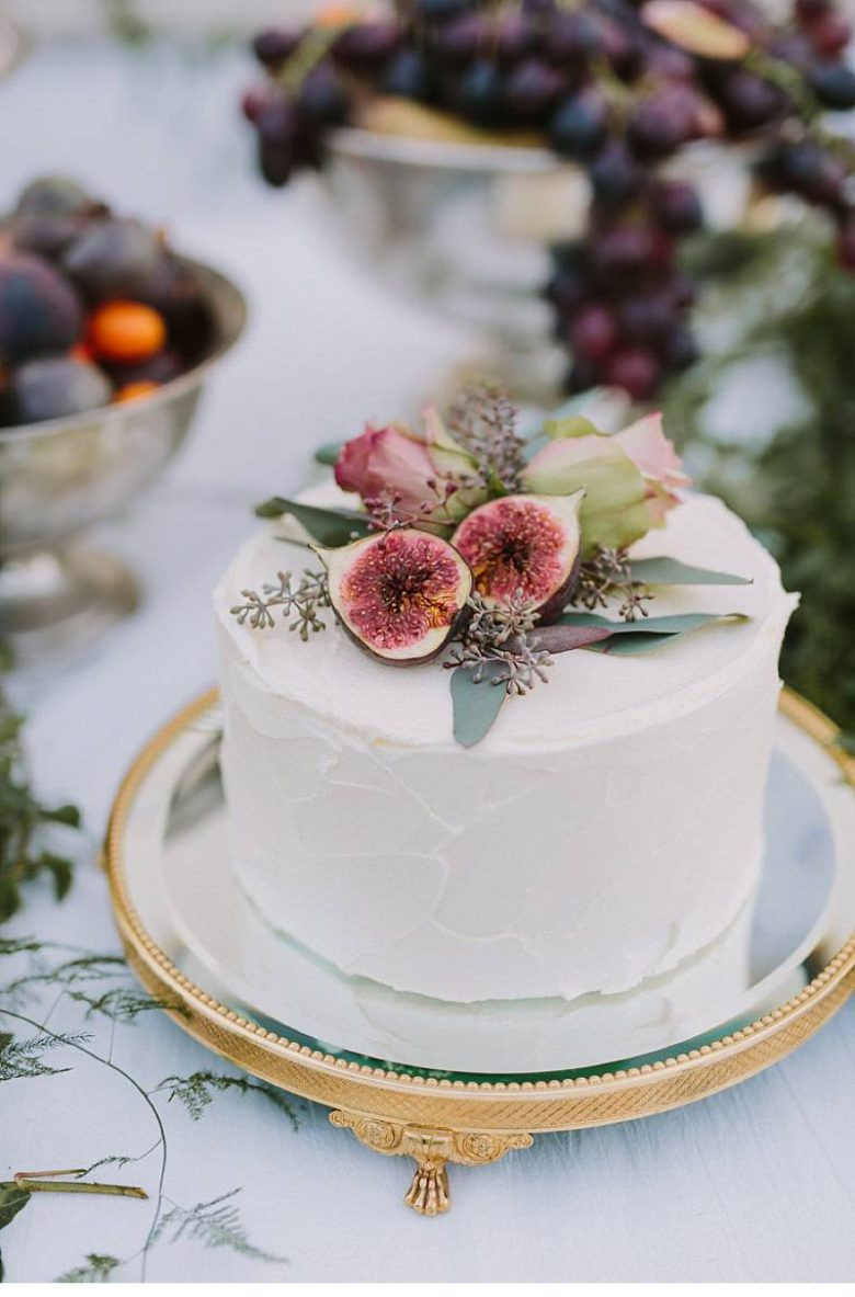 Small Fall Wedding Cakes  15 Small Wedding Cake Ideas That Are Big on Style