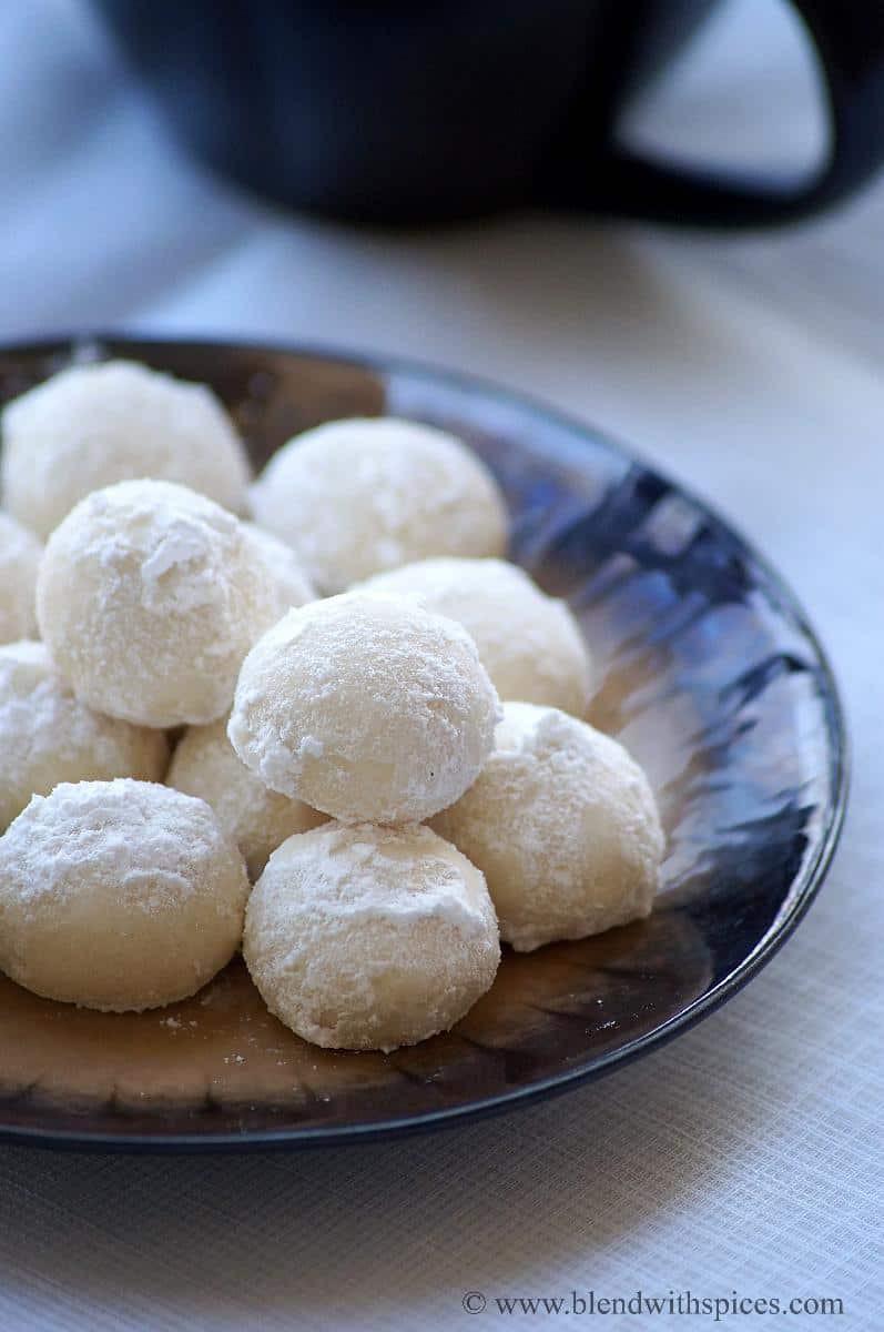 Snowball Christmas Cookies  11 Kickass International Christmas Desserts