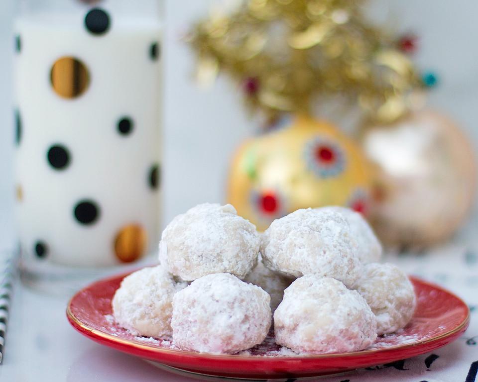 Snowball Christmas Cookies  Christmas Snowball Cookies xoxoBella