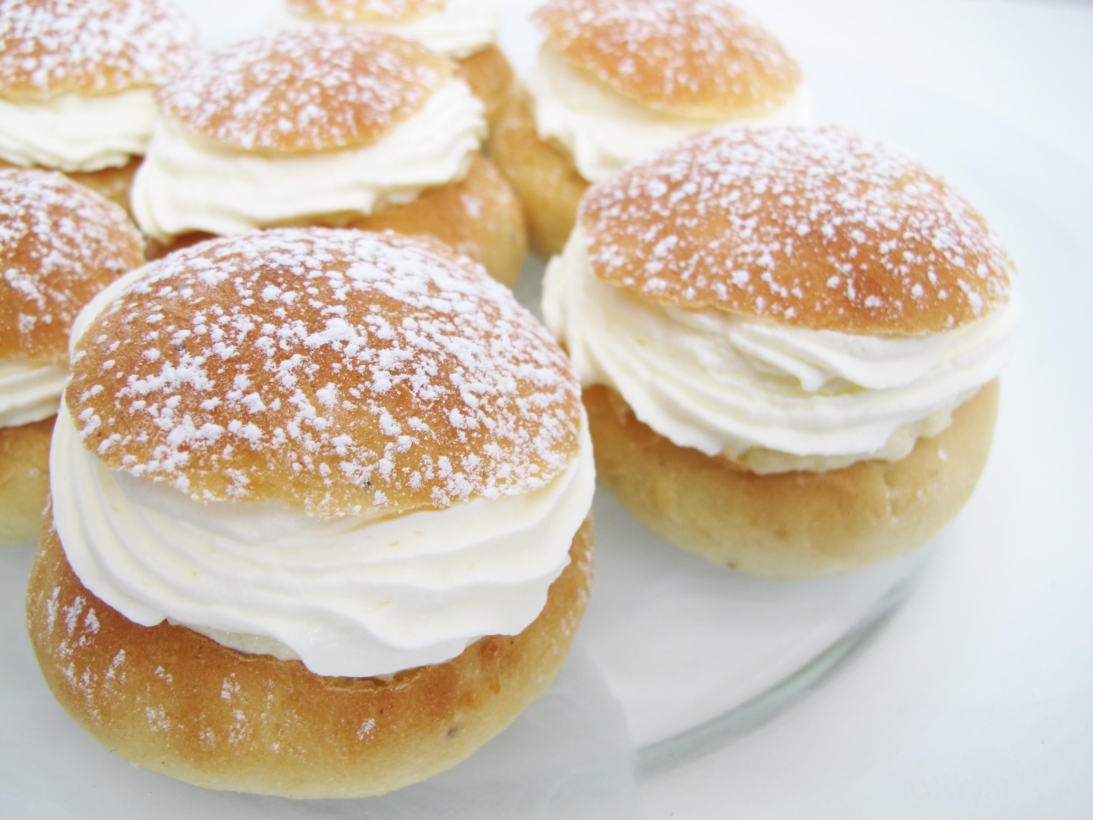 Sweden Christmas Desserts  Semlor fastlagsbullar hetvägg