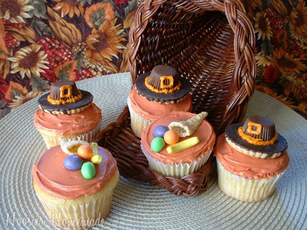 Thanksgiving Cupcakes Decorating Ideas  Thanksgiving Cupcakes collection Moms & Munchkins