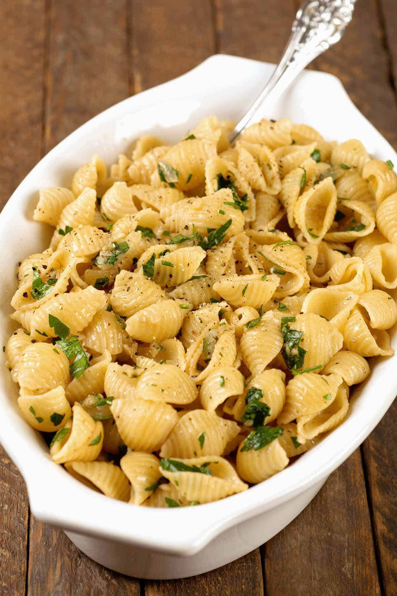 Thanksgiving Pasta Side Dishes  Garlic Buttered Pasta Shells Recipe