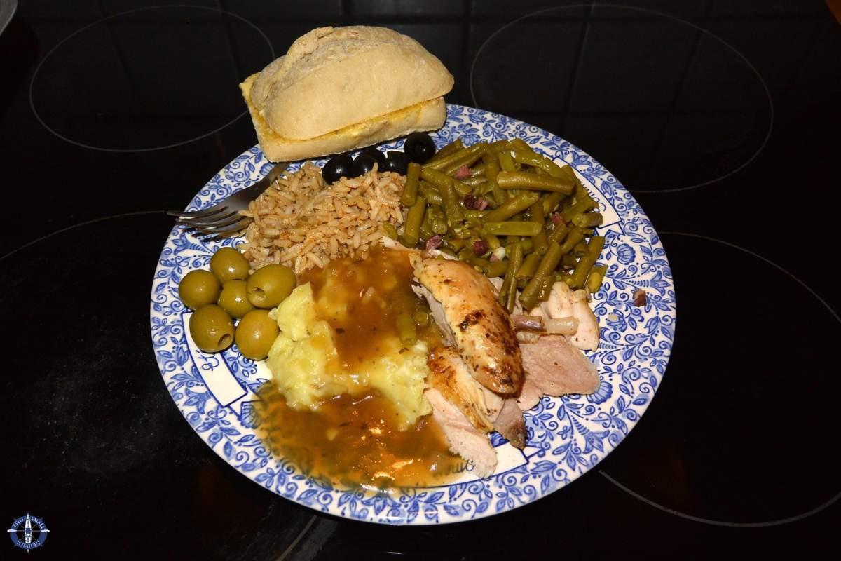 Traditional American Christmas Dinner  Christmas Dinner Deutsche Din din vs Yankee Yum yums