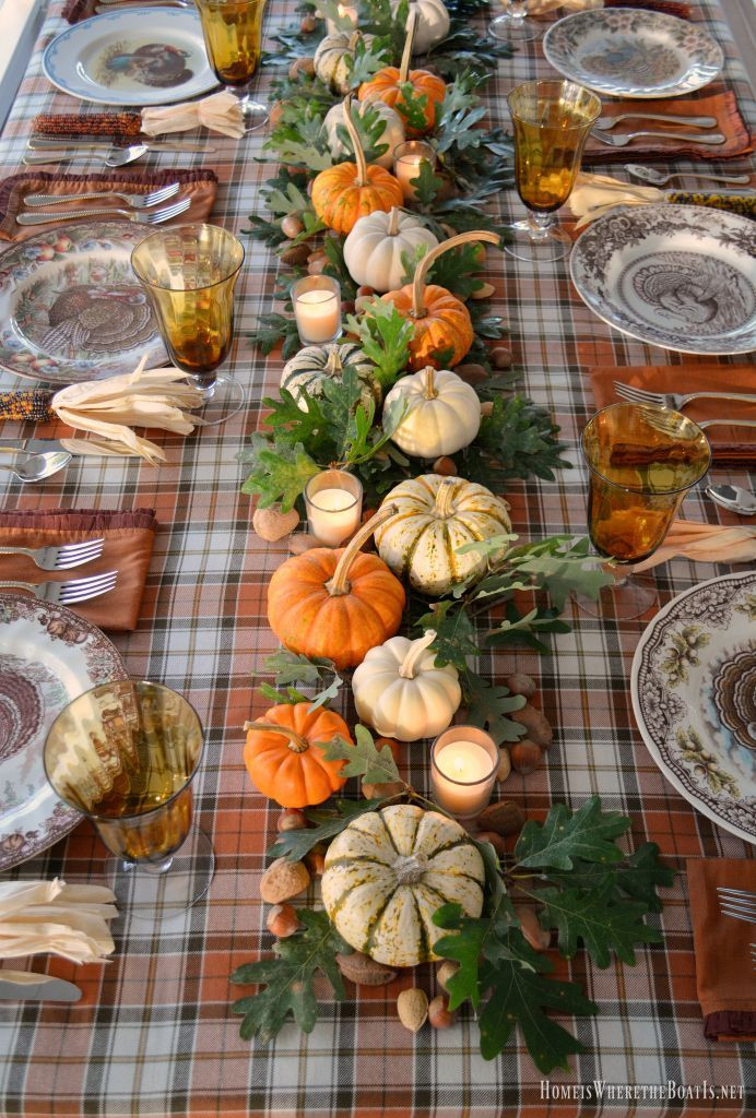 Turkey Decorations For Thanksgiving  Best 25 Thanksgiving table ideas on Pinterest