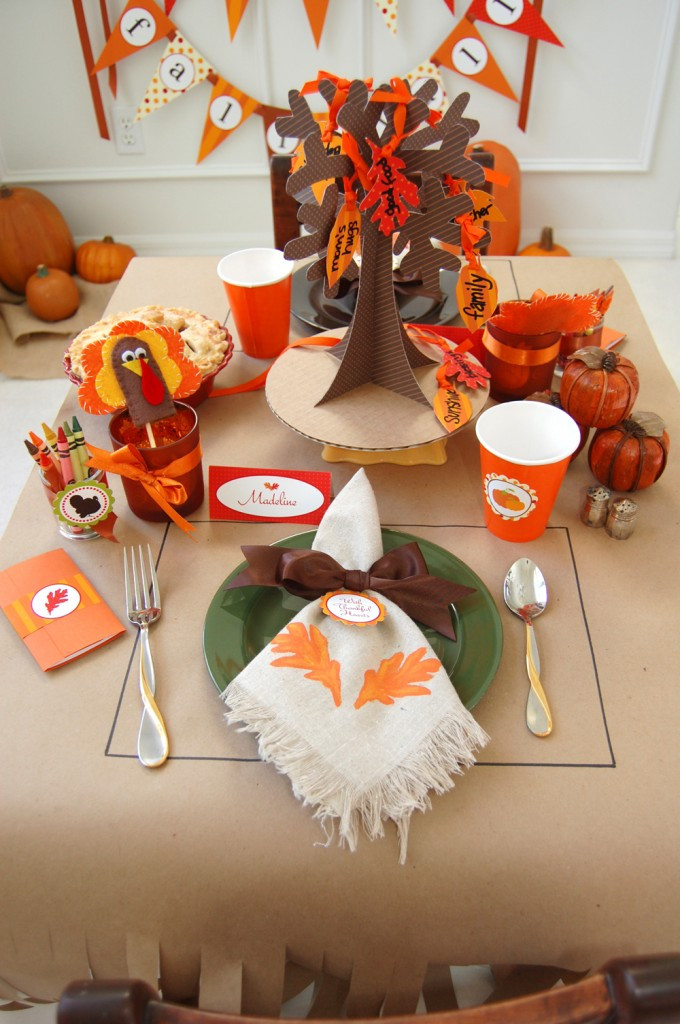 Turkey Decorations For Thanksgiving  16 Thanksgiving Table Ideas table setting