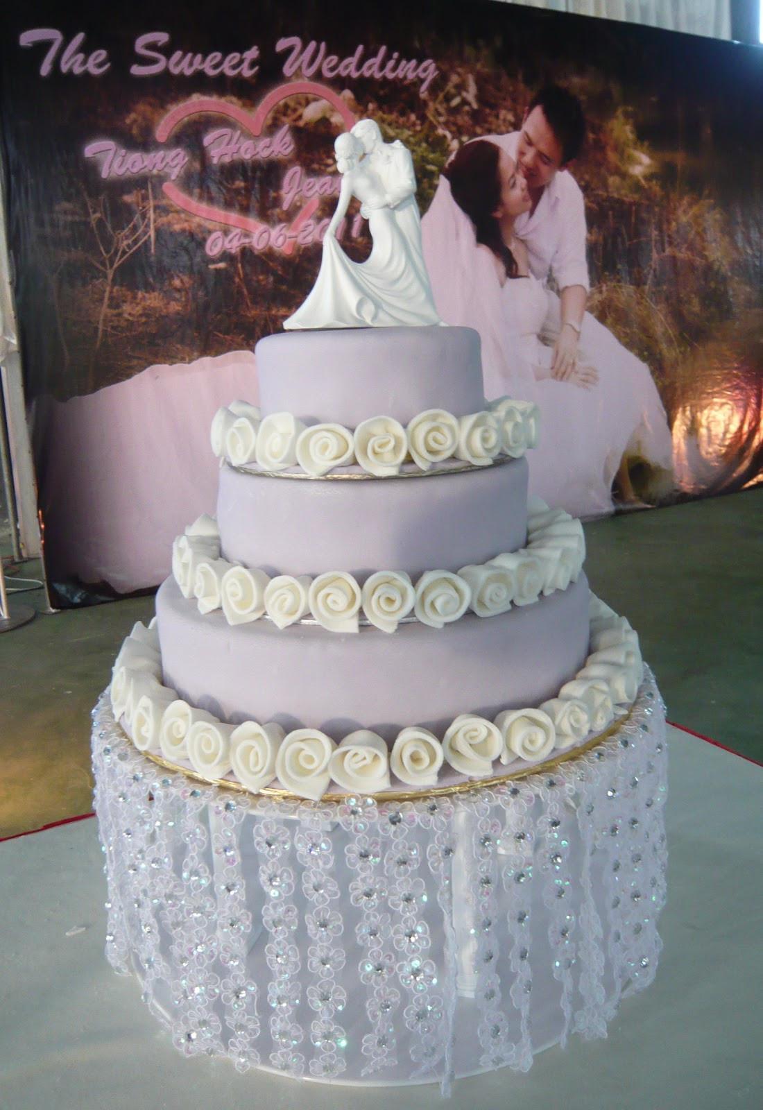 Waterfall Wedding Cakes  Jenn Cupcakes & Muffins Waterfall Wedding cake