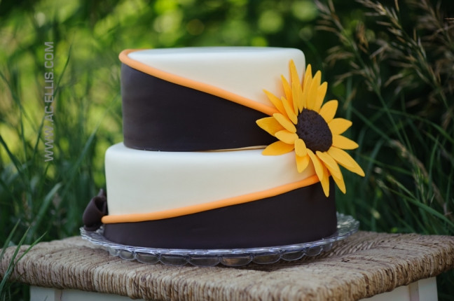 Wedding Cakes Sioux Falls Sd  Sunflower Wedding Cake The Cake Lady Sioux Falls