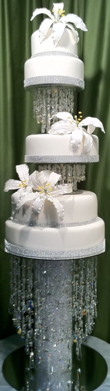 Wedding Cakes With Waterfalls  Best 25 Waterfall cake ideas on Pinterest